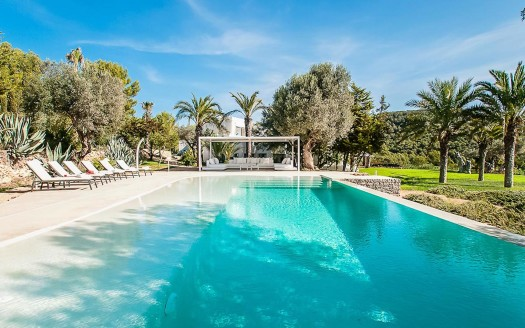 6 bedroom Private villa with pool
