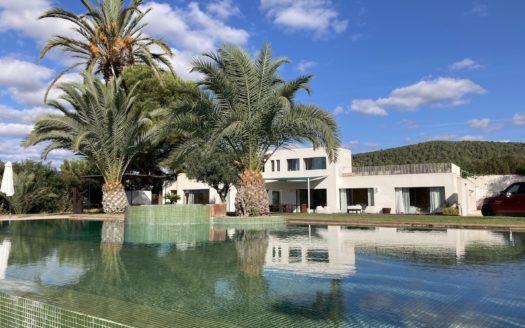 Villa moderna con anexo de 140m2 en venta en Cala Jondal, Ibiza