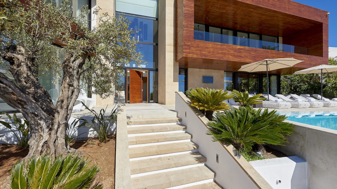 Luxury property for sale and rent, only 5mins away from Ibiza town