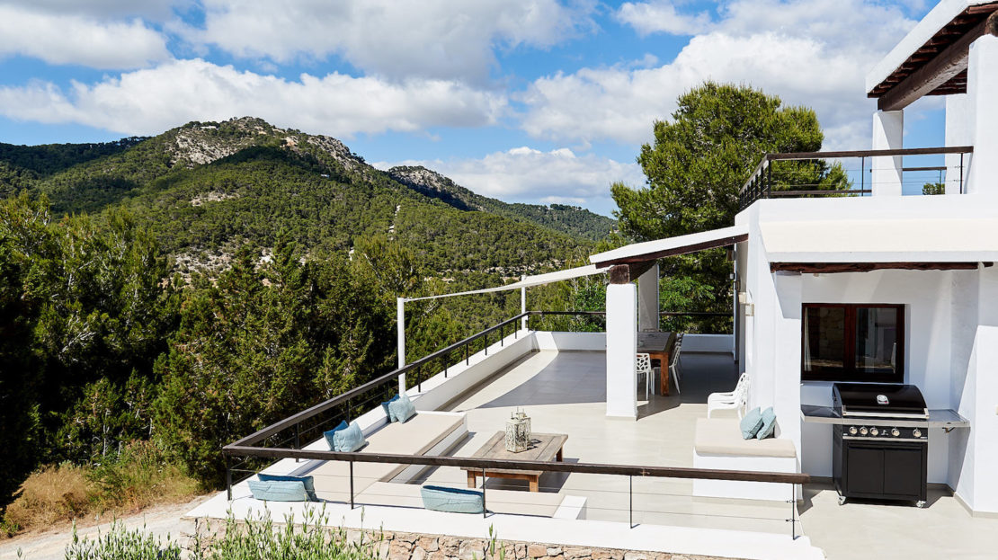 Holiday villa rental, Ibiza, ideal for family with kids, only 5mins drive to the beach of Cala d'Hort