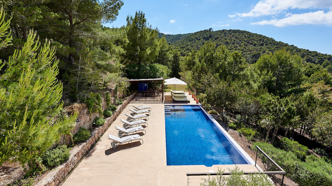 Private luxury villa with amazing countryside views to rent for holidays in the exclsuive area of Es Cubells