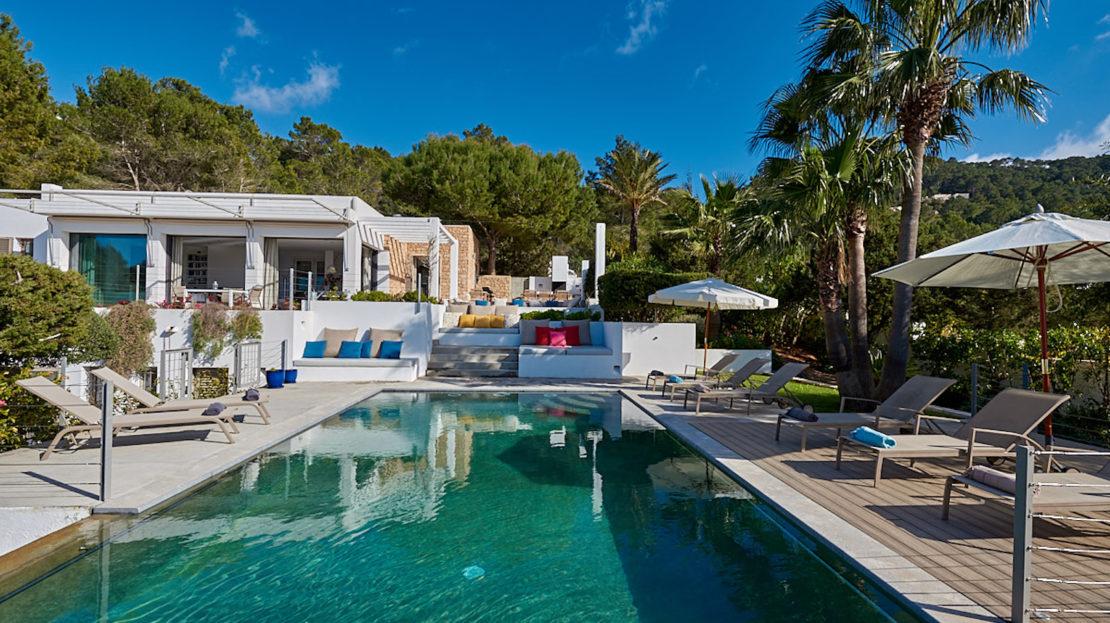 Alquiler vacacional en Ibiza, villa con vista mar, 6 habitaciones